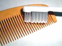 つげ櫛の歯の間を掃除