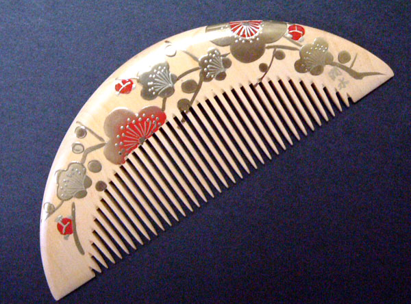 Painted boxwood comb (half moon type) -Ume(Japanese plum)-