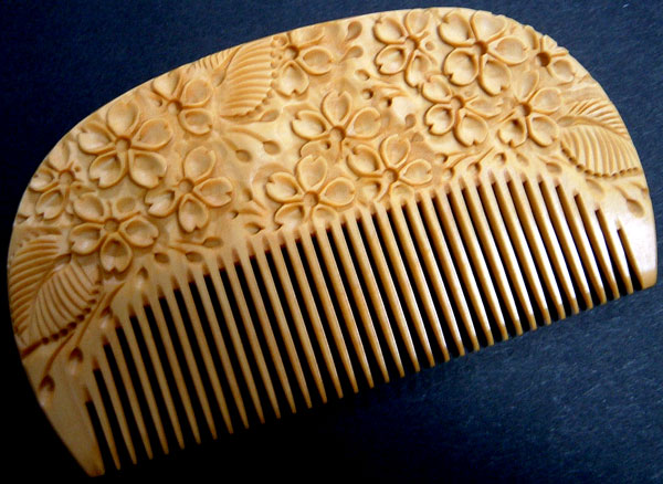 Carved boxwood comb -Cherry blossom-
