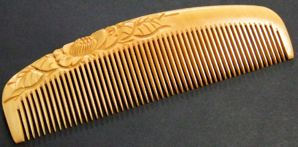 Carved boxwood comb -13.5cm- Camelia