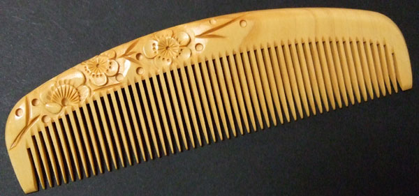 Carved boxwood comb -13.5cm- Ume -