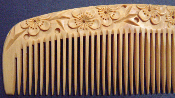 Our boxwood comb is the highest class in Japan.